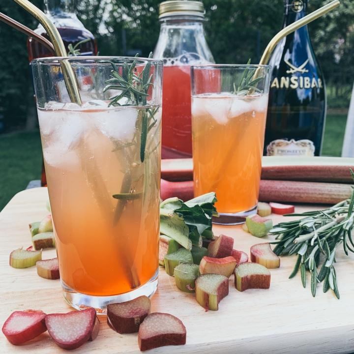 Rhabarber Spritz – unser Drink für den Sommer2019